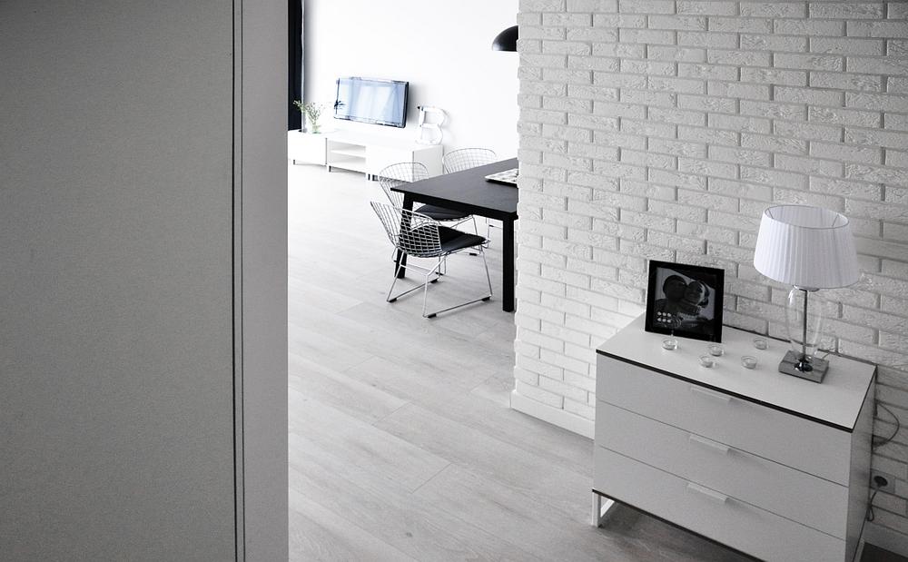 biała cegła dekoracyjna z fugą INES na ścianę w salonie - firmy la decor