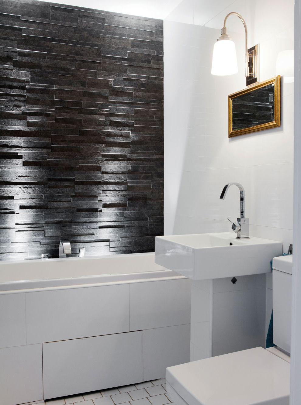 Ciemny kamień dekoracyjny w łazience